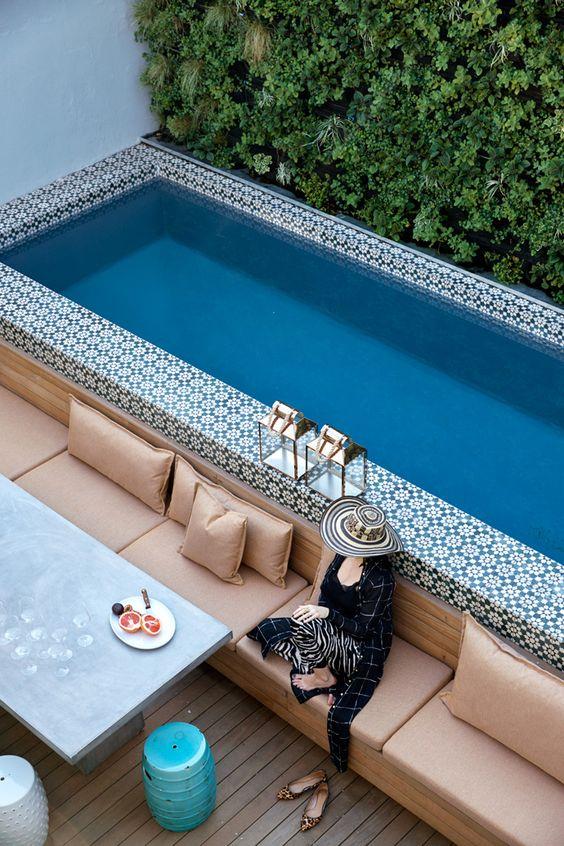 basen z marokańskimi płytkami, ogród nowoczesny w stylu boho https://pl.pinterest.com/pin/291959988340200775/